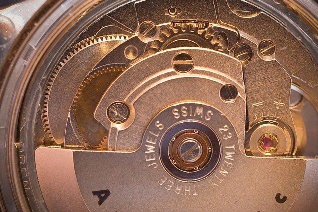 一生ものの機械式腕時計を選びましょう!